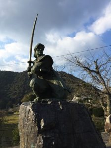 佐々木小次郎さんの像